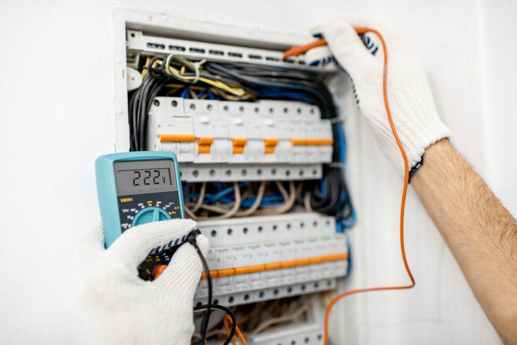 Elektriker Vesterbro med døgnvagt - Vi tilbyder alt el service, el-renovering, nyt el, ny el tavle, ny gruppe i eltavle - Ring 22 21 03 76