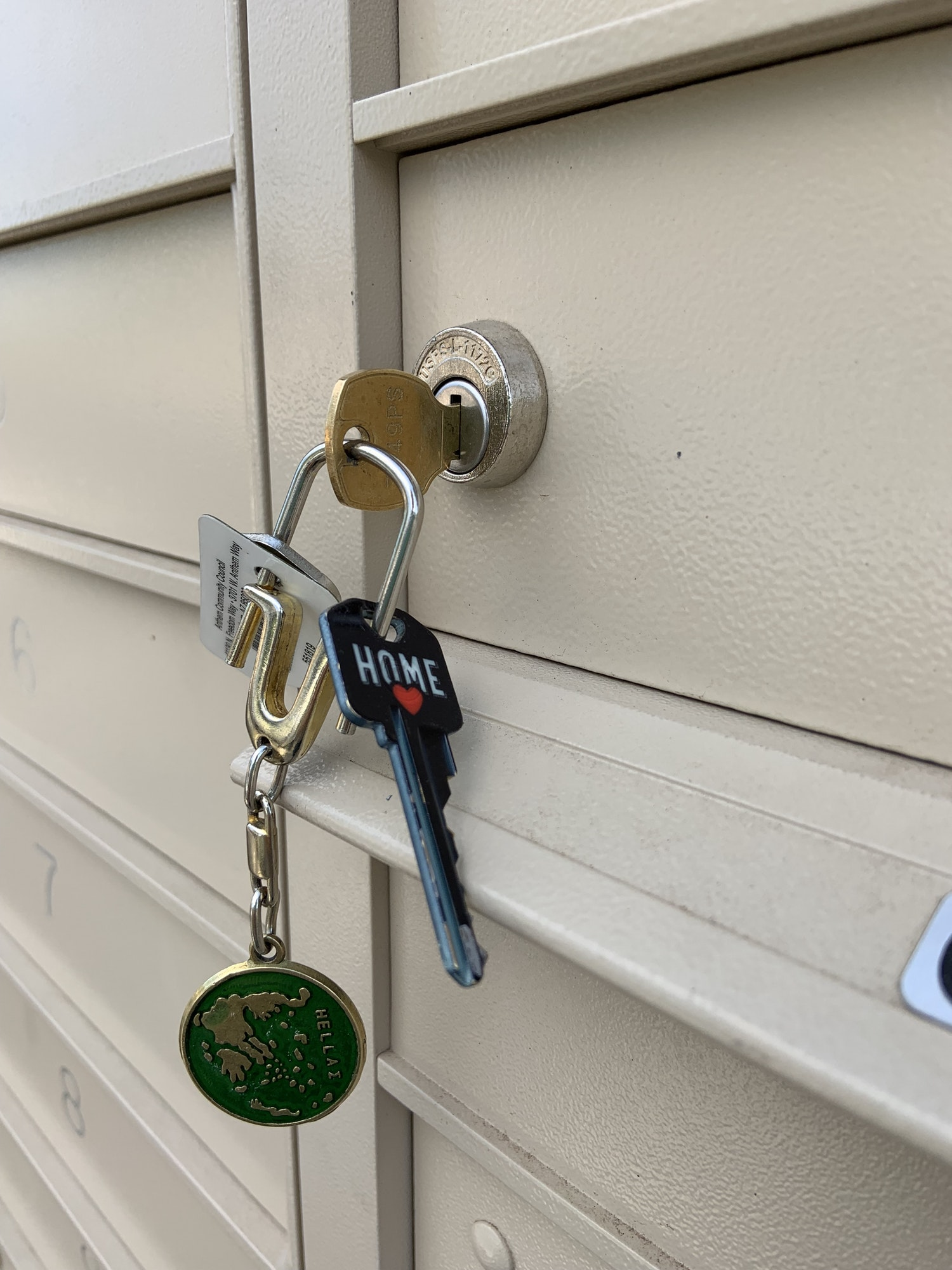 Lås kan ikke åbne på grund af forskellige årsager, her er låsesmedens bud på hvad du kan gøre når din lås ikke kan åbnes, døgnvagt: 22 34 72 22