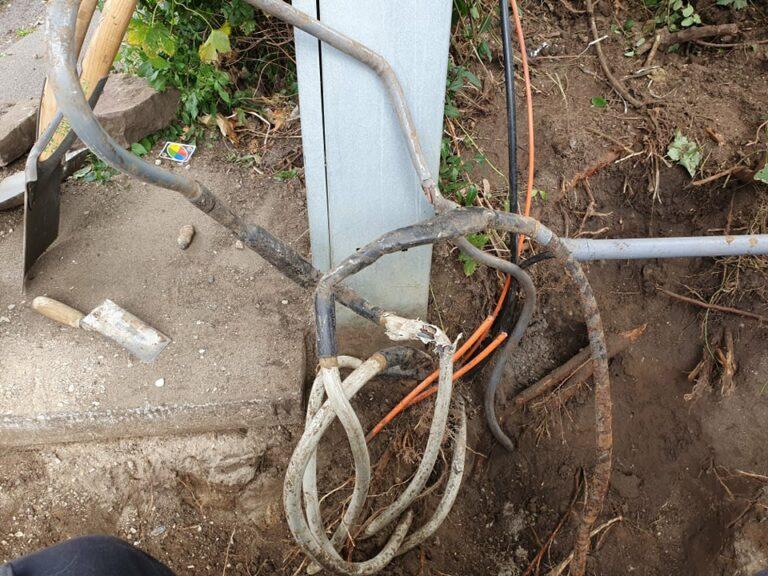 Gravet hus i kabel, så kan de se ud når du gravet kabel over