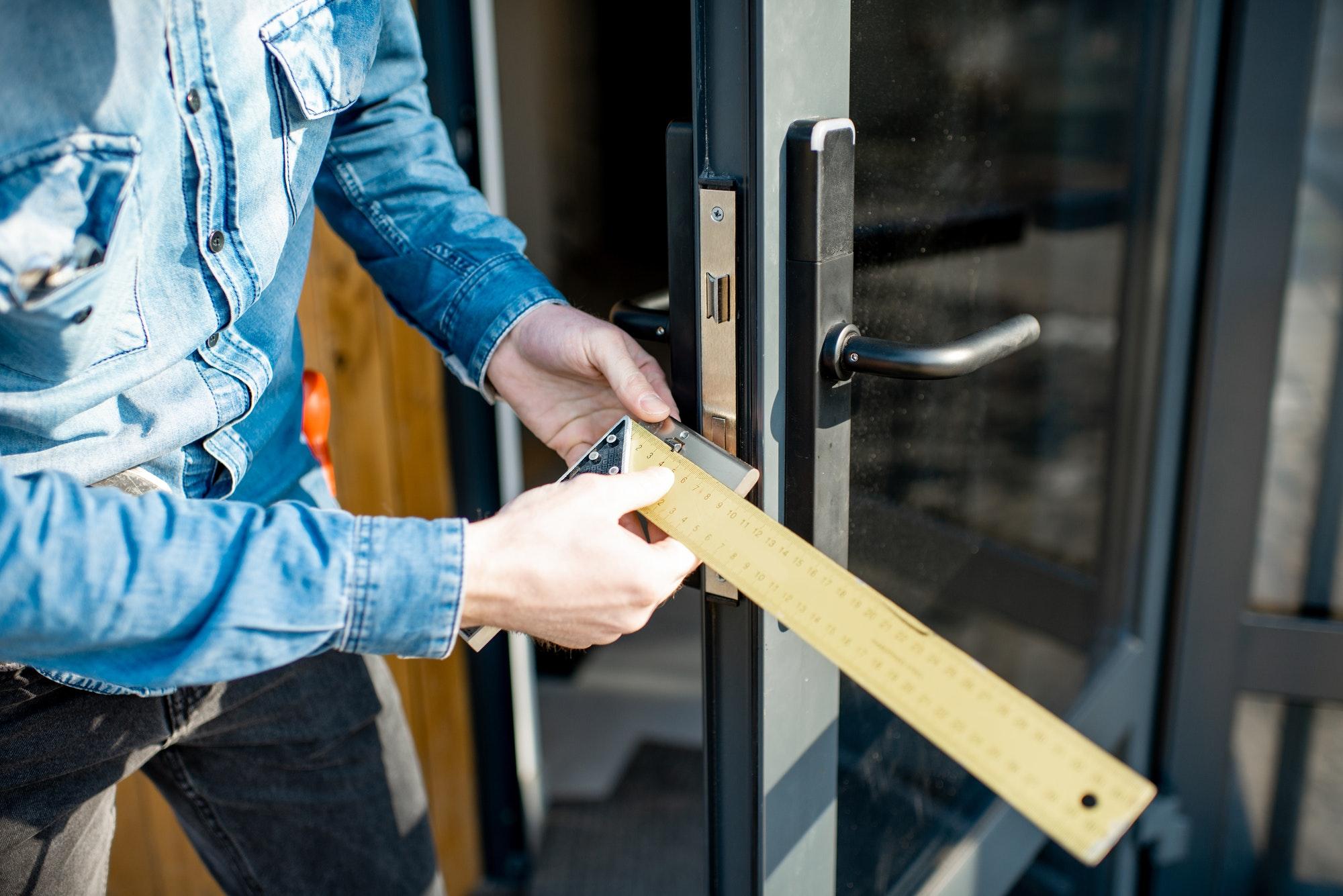 Sådan vælger du den rette låsesmed til din opgave